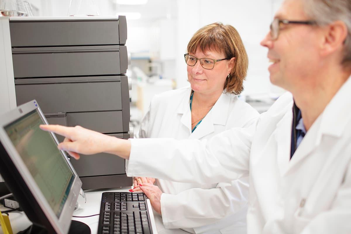 biosafety-laboratory-people-working